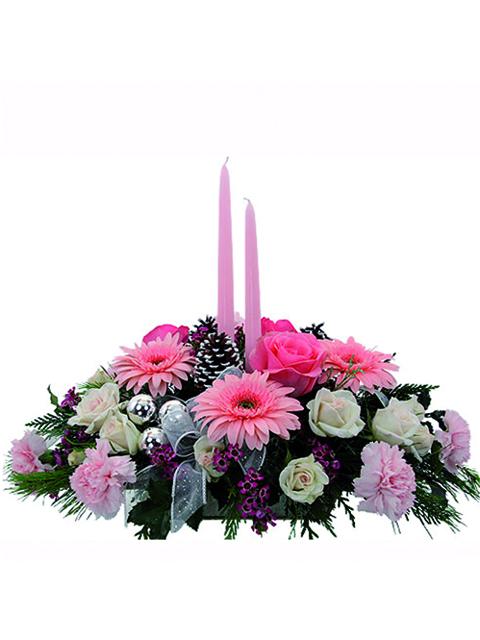 centrotavola natalizio dai toni rosa e candele rosa