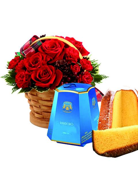cesto di rose rosse e pandoro
