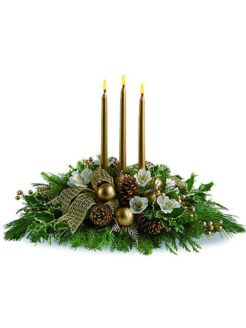 centrotavola di natale con tre candele