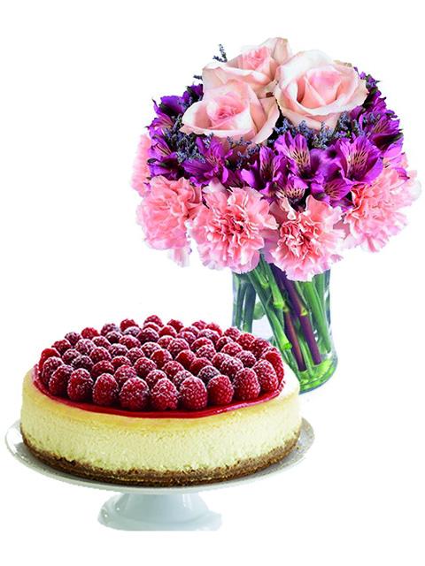 rose rosa alstroemerie e torta cheesecake