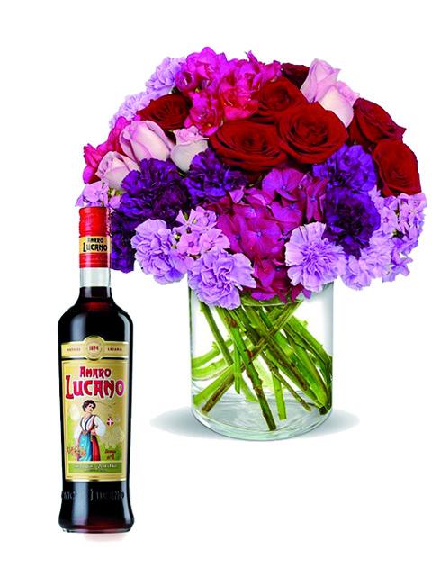 rose rosa e fiori fuxia con amaro lucano