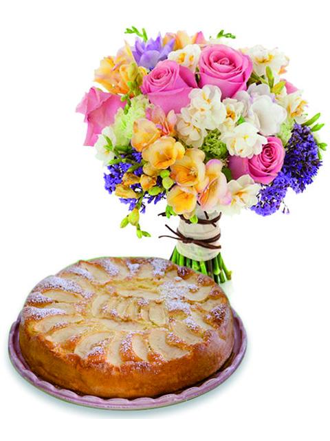 rose e fiori misti con torta